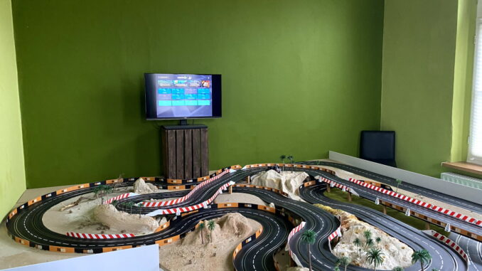 Chiq Fernseher im Carrera Zimmer